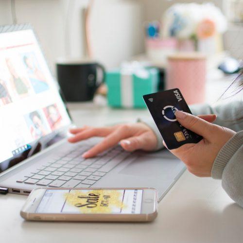 girl-shopping-online-on-laptop_t20_wQKARV